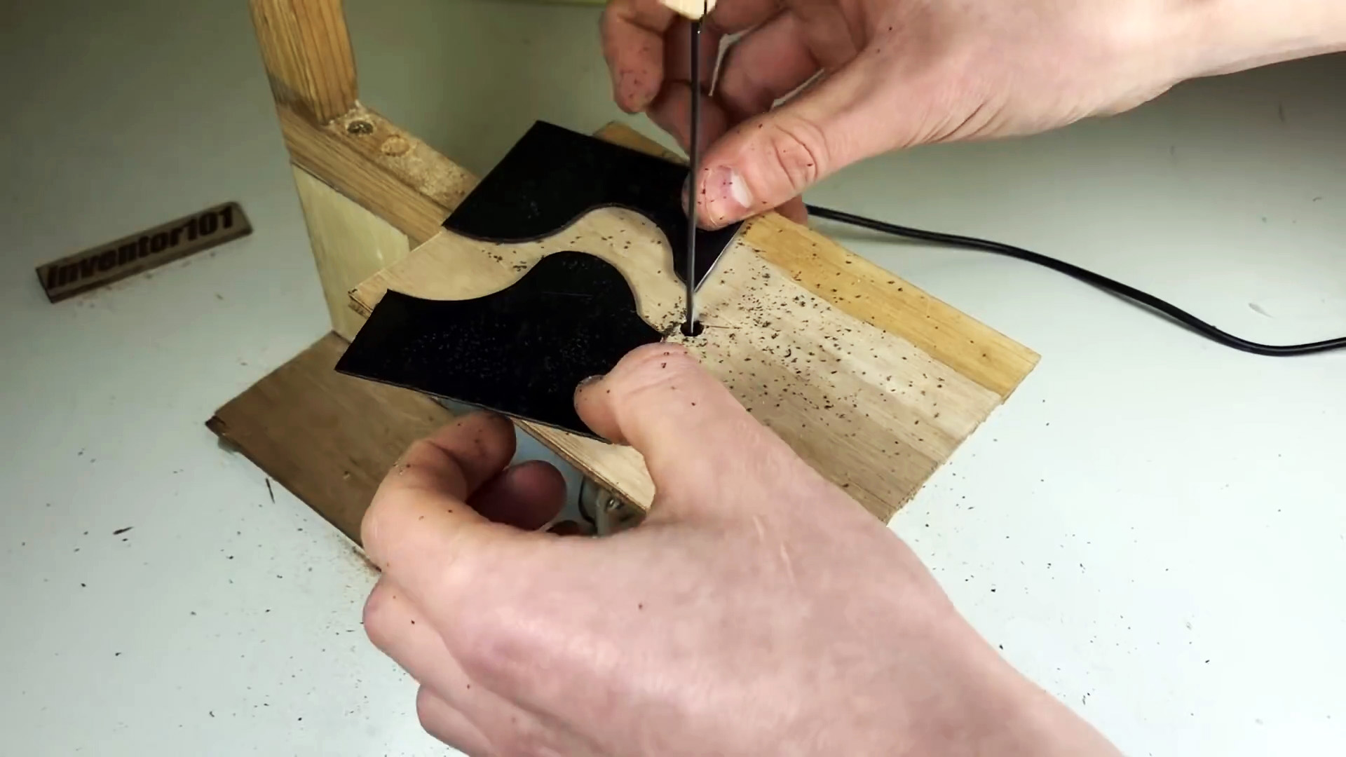 Как сделать мини лобзиковый станок 12 В из дерева