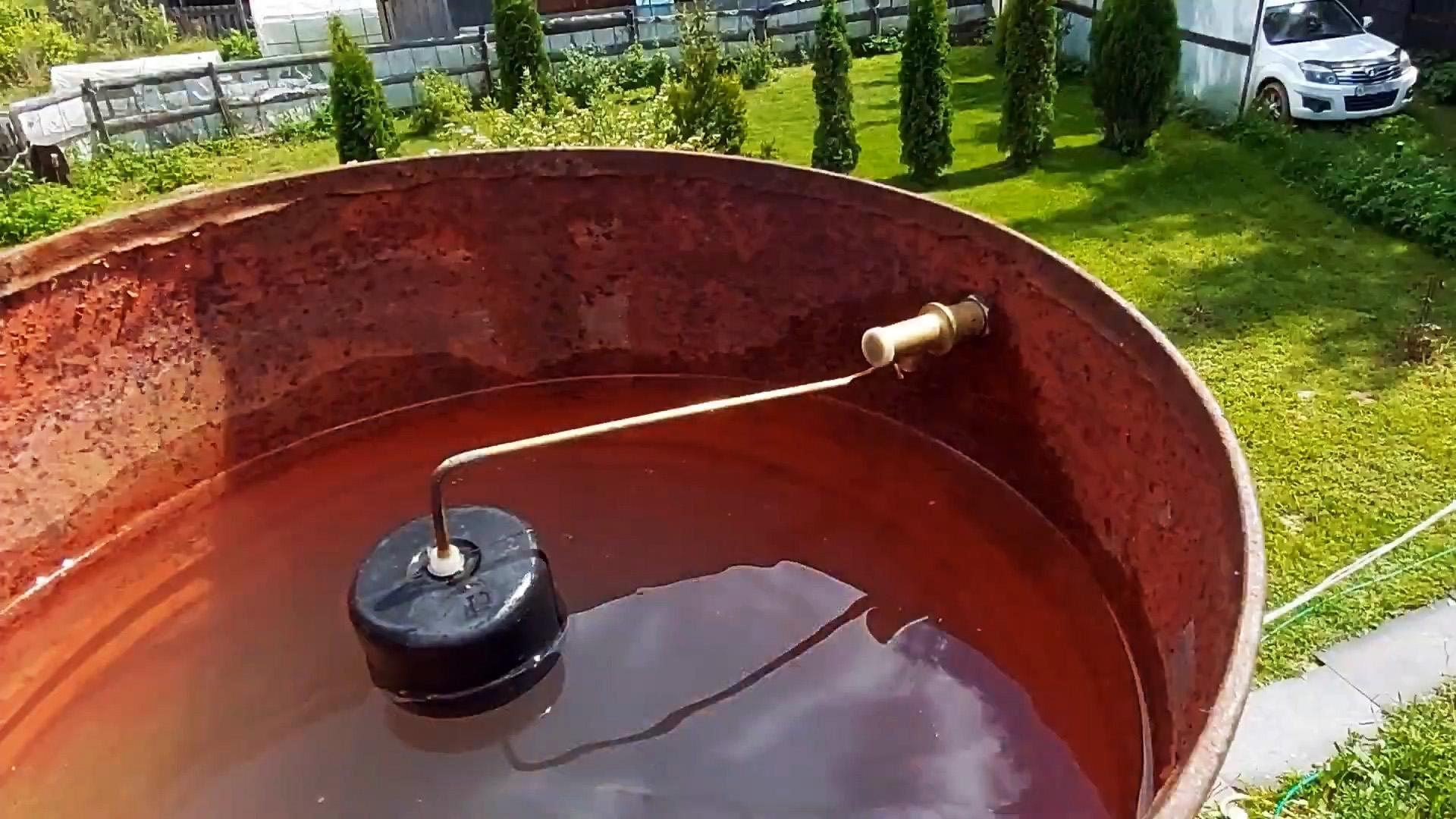 Элементарный способ сделать автоматическую подачу воды в емкость для душа или полива