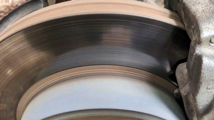 Как проточить тормозной диск без токорики не снимая с машины