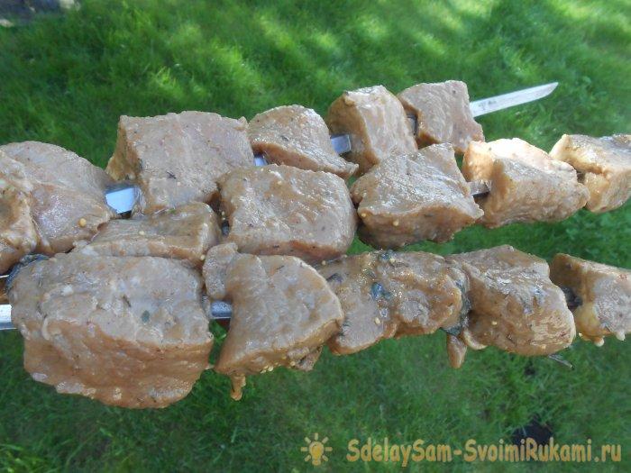 Майонез сделает мясо шашлыка мягче Простой майонезный маринад