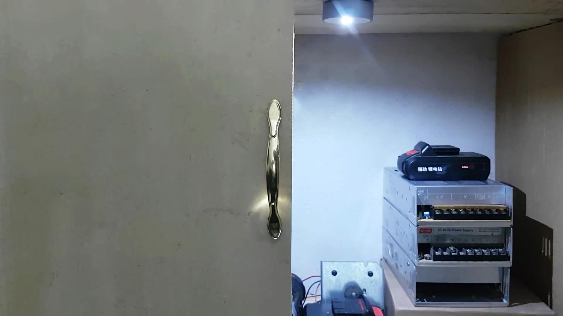 Автоматическая аккумуляторная подсветка шкафа своими руками