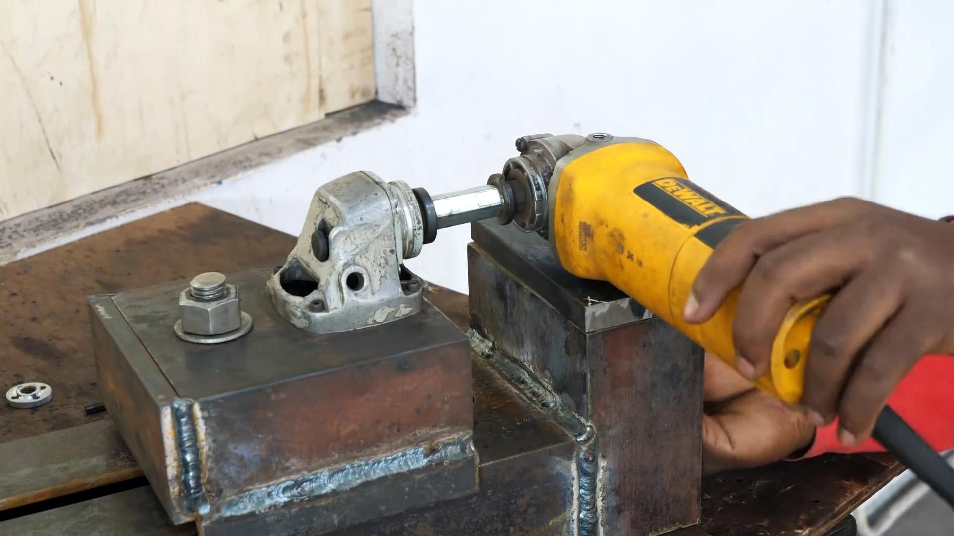 Как сделать токарный станок для дерева из болгарки