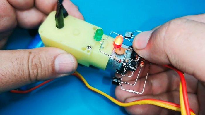 Схема реверсивного управления электродвигателем двумя тактовыми кнопками