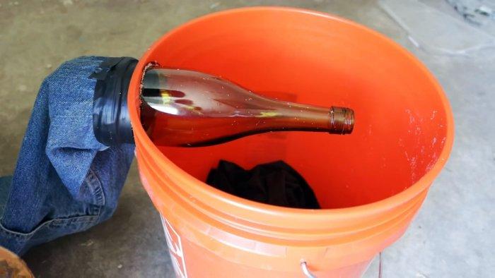 Простая мышеловка для массового отлова грызунов из ведра и стеклянной бутылки