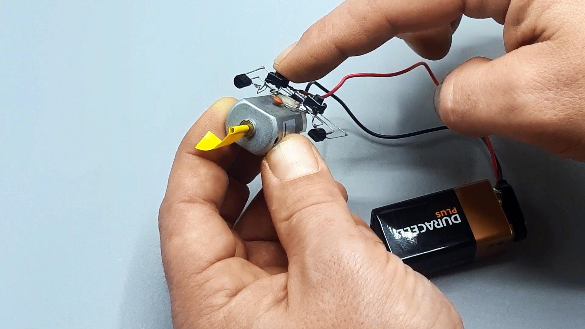 Схема управления двигателем двумя тактовыми кнопками