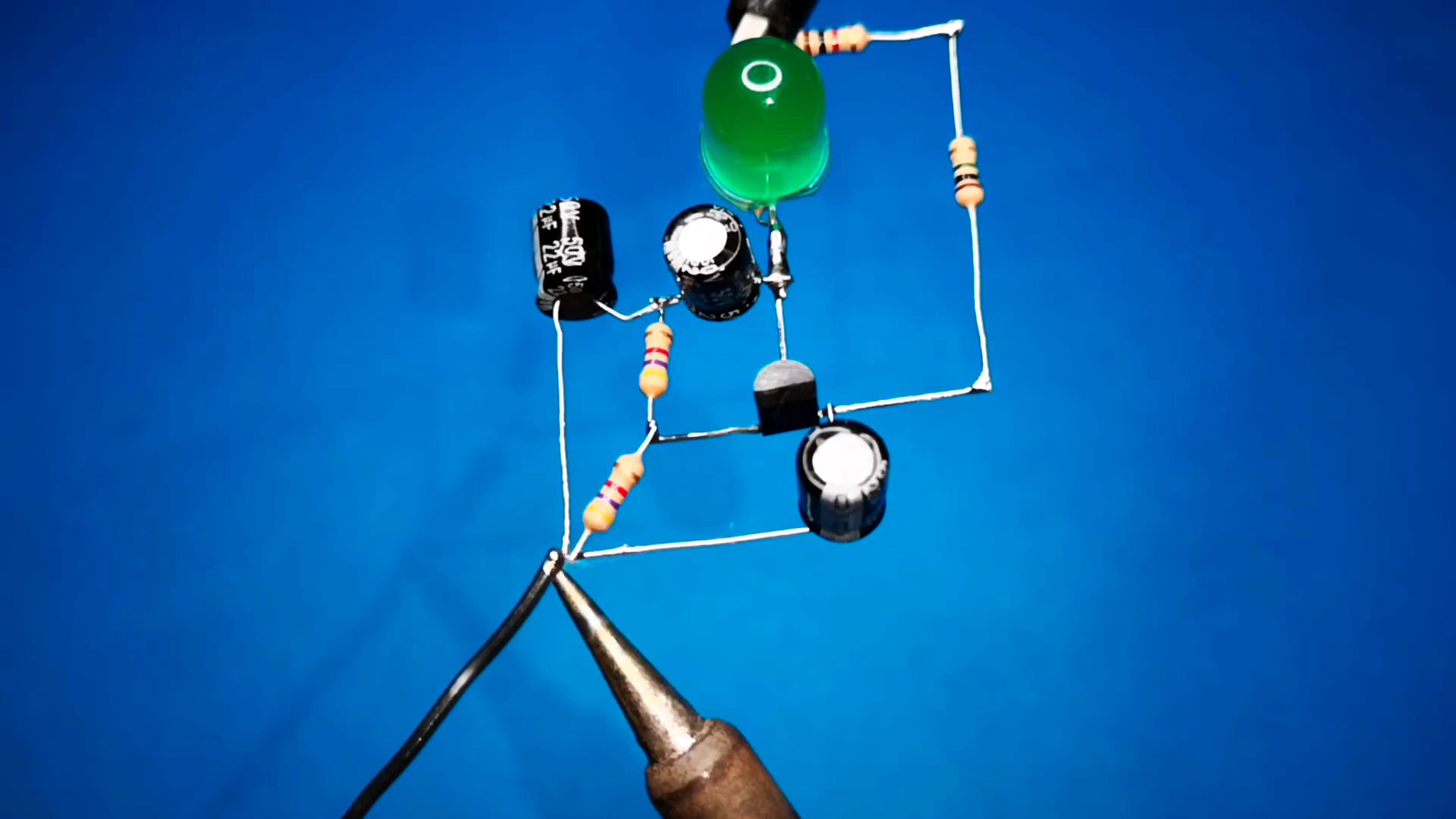 Светодиодная мигалка всего на 1 транзисторе
