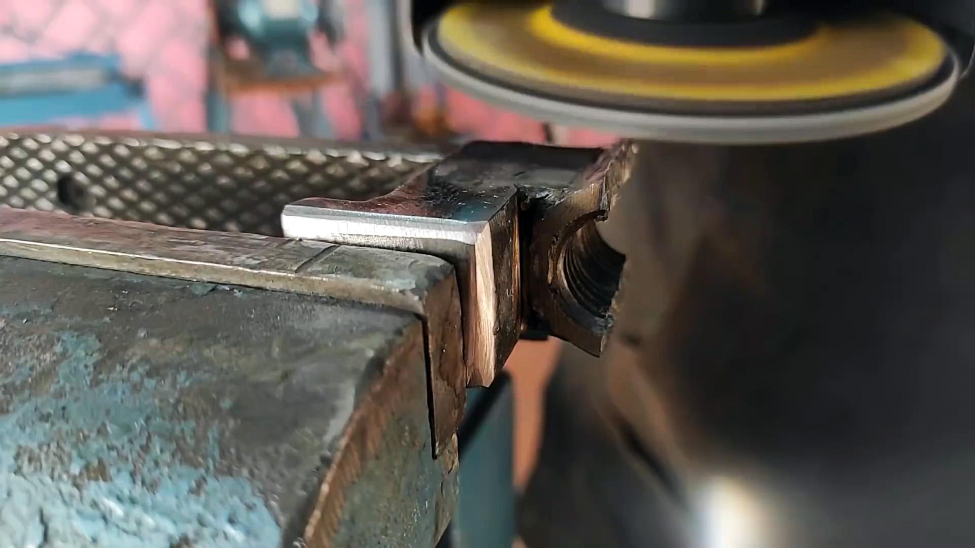 Как сделать прижим - длинномер с подъемным желобом для быстрой работы