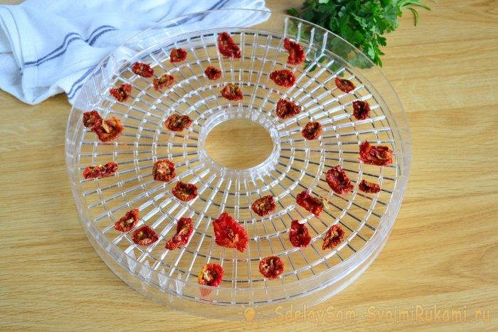 Что сделать с большим количеством томатов Приготовьте вяленые помидоры