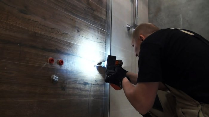 Что делать если случайно пробили ПП трубу в стене при сверлении