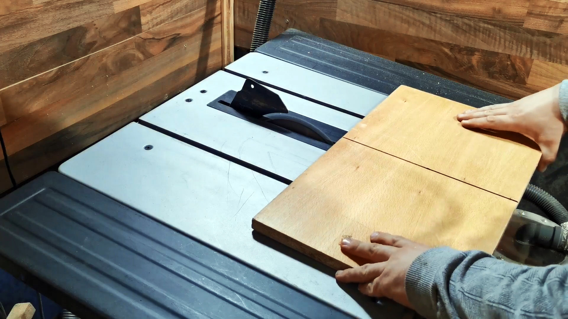 Приставка шлифовальный рейсмус для сверлильного станка своими руками