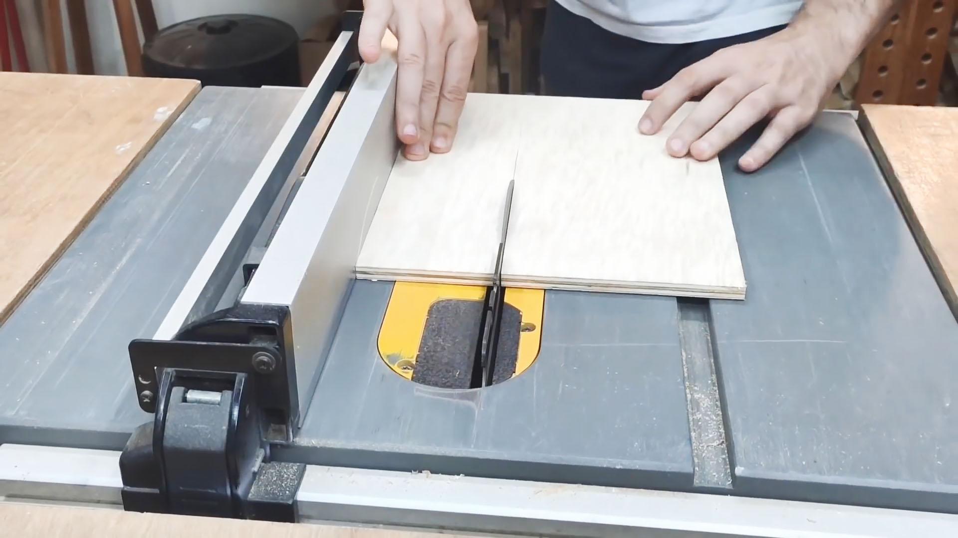 Как сделать приспособление на лобзик для раскроя без сколов