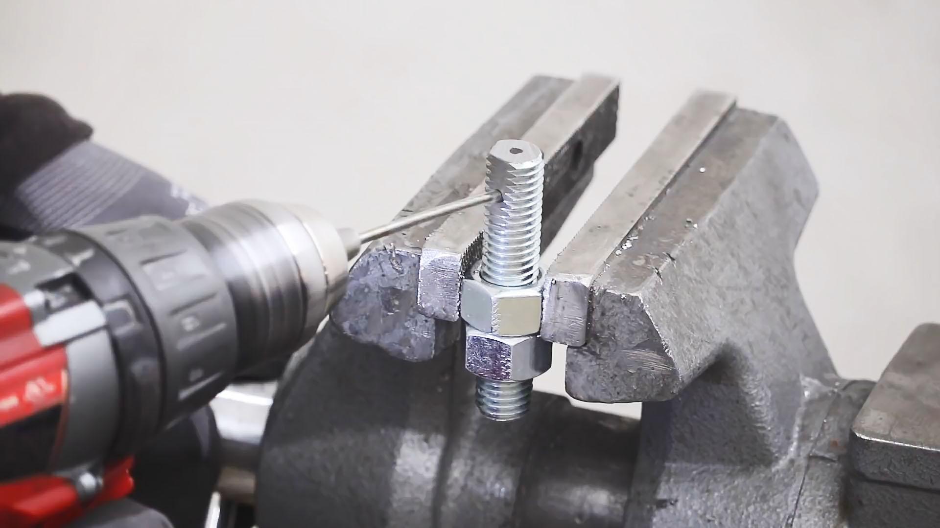 Удобный регулируемый циркуль для разметки по листовой стали из старого динамика