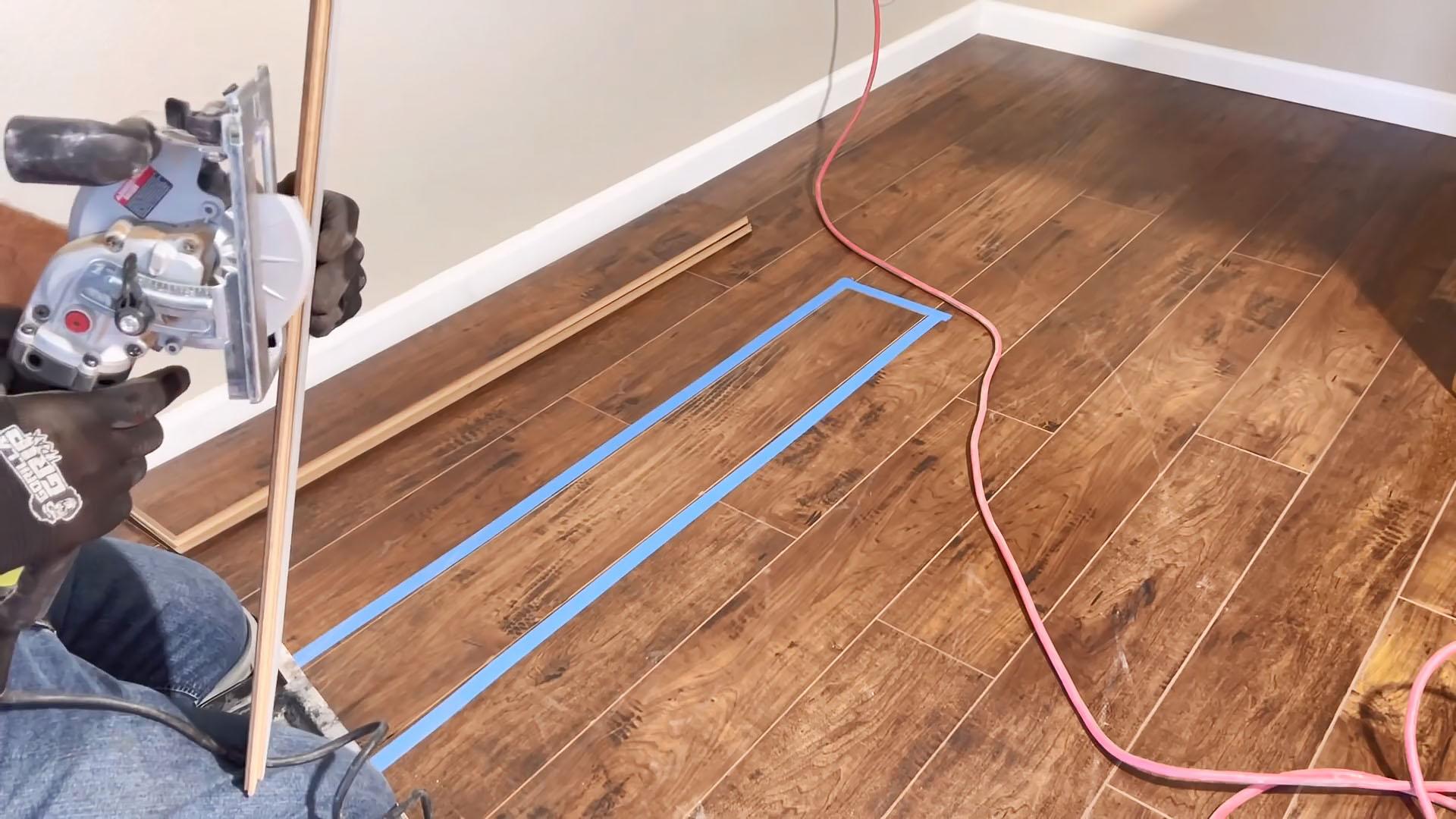 Как заменить доску ламината посередине без демонтажа соседних