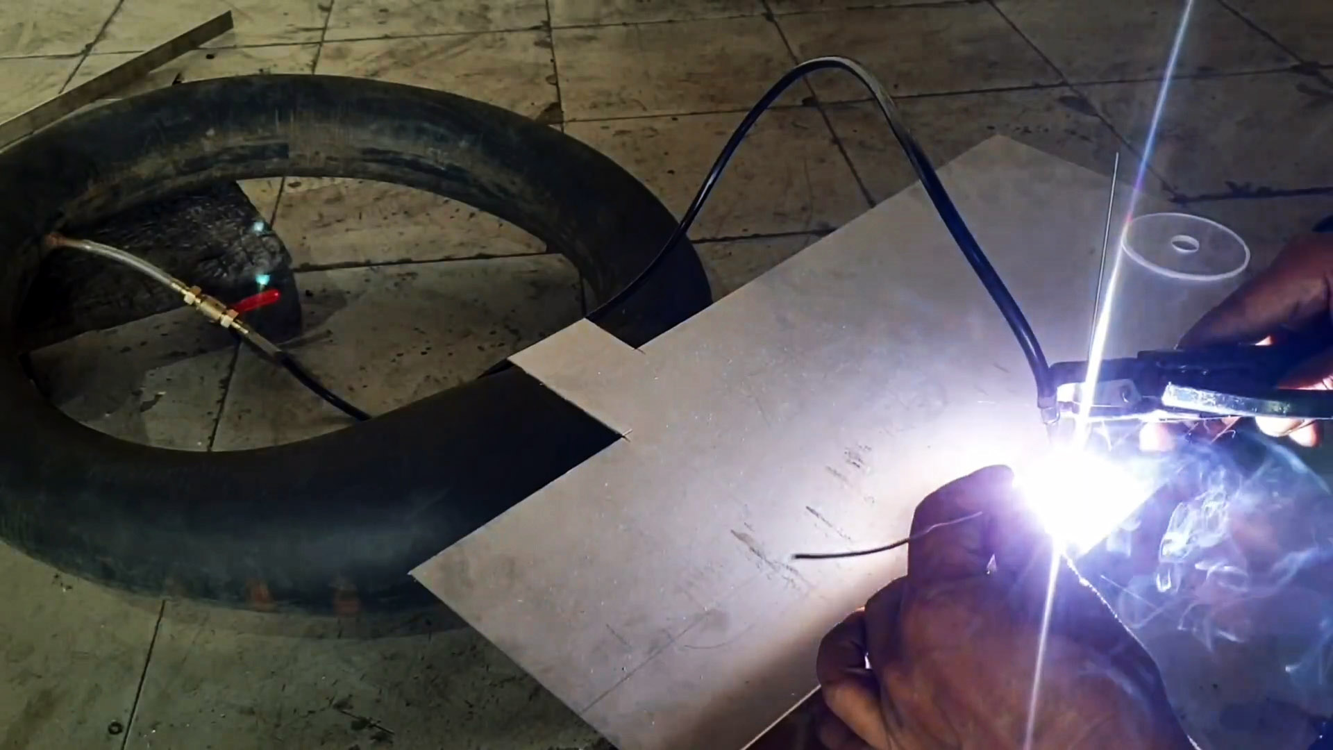 Как сделать TIG сварку из обычного инвертора и качестве баллона использовать автомобильную камеру