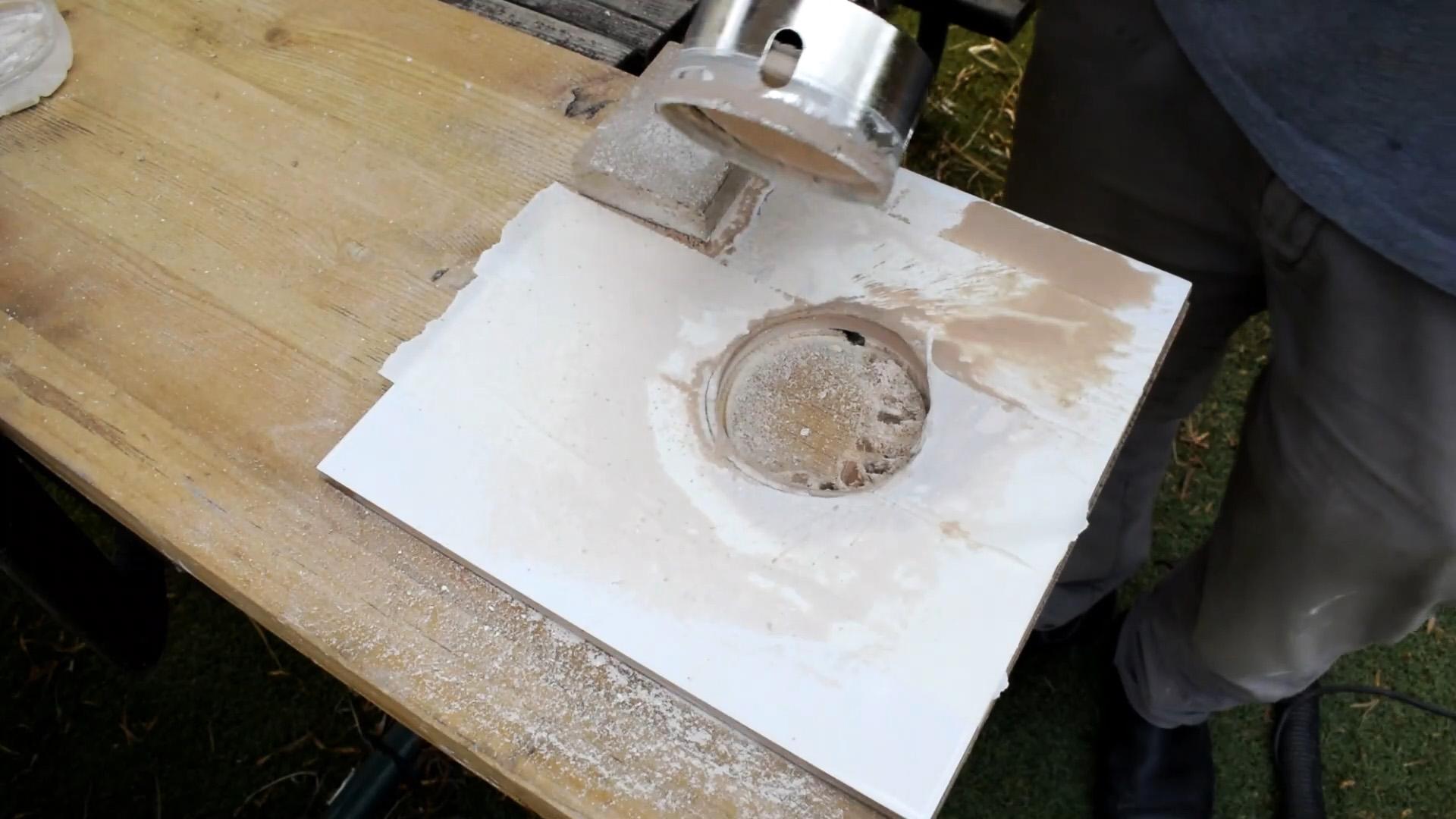 Как просверлить плитку под подрозетник коронкой или тонким сверлом