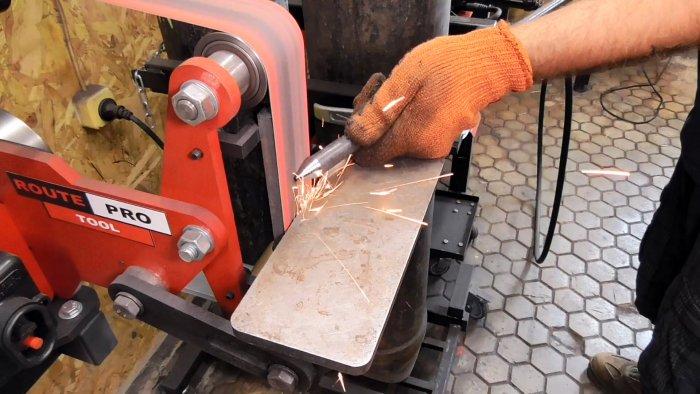 Как сделать стойку для удобства распиловки бревен бензопилой