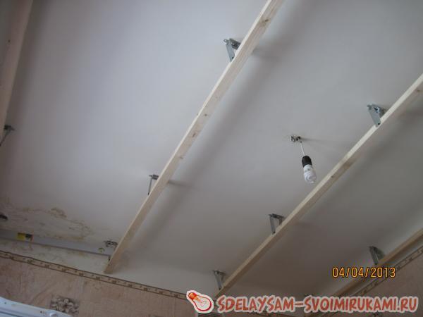 Установка пластиковых панелей на потолок фото