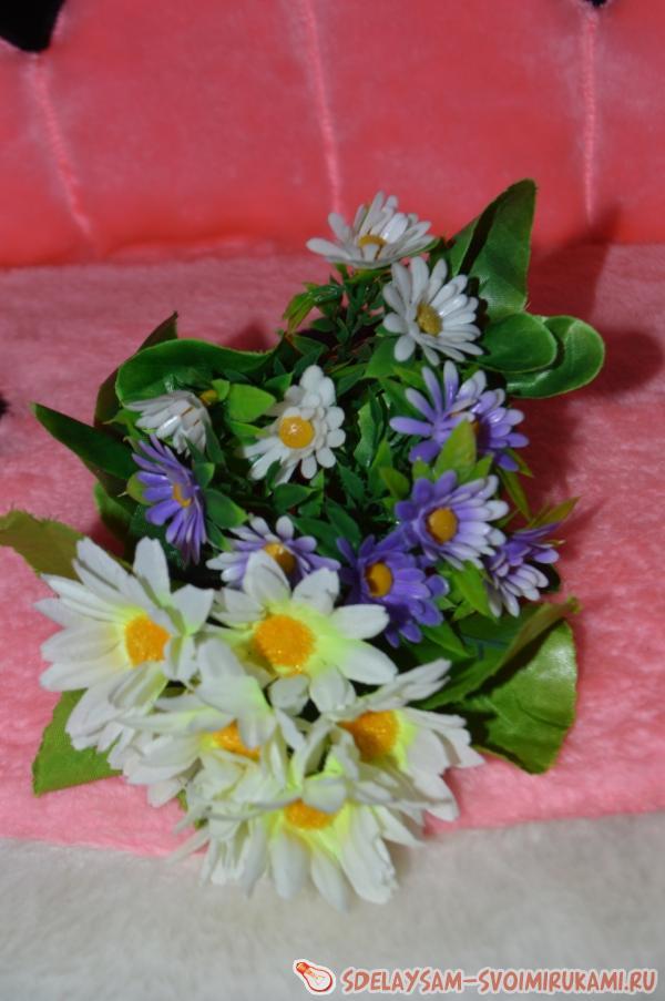 Льющиеся цветы из кружки