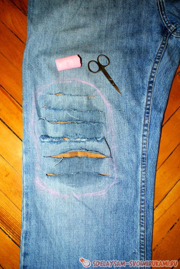 Как сделать рваные джинсы если порвалось в коленке 158