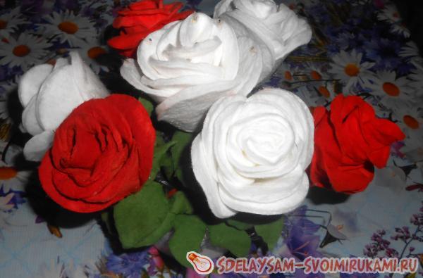 Цветы для открытки из ватных дисков
