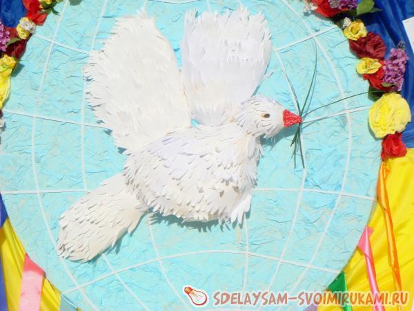 Птицы из одноразовой посуды своими руками