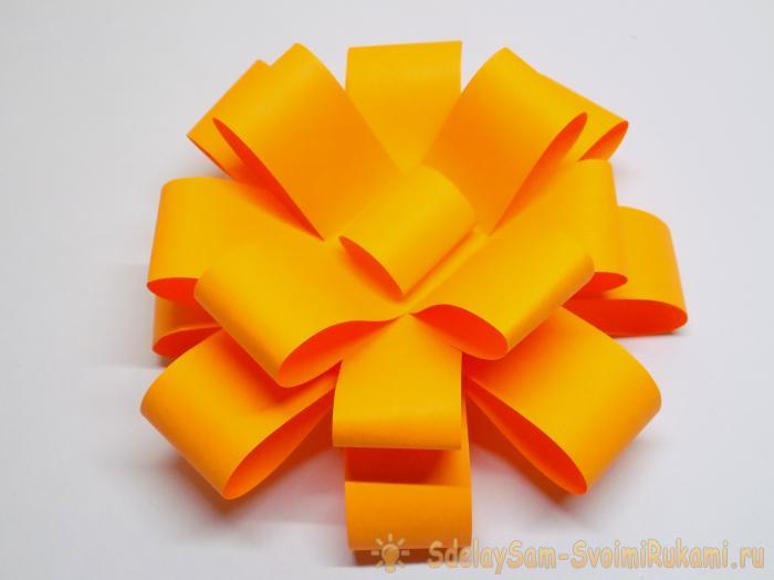 Как сделать бант для упаковки подарка из бумаги