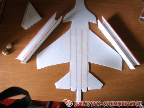 Самолёт из потолочной плитки