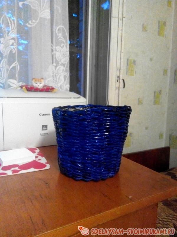 Кашпо для комнатных цветов из газетных трубочек