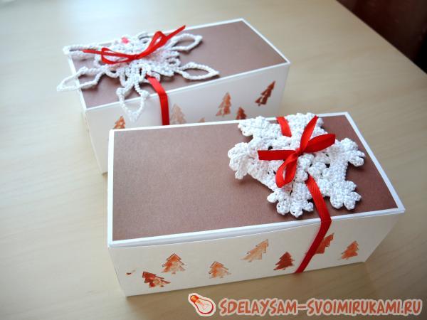 Конфета из коробки на новый год
