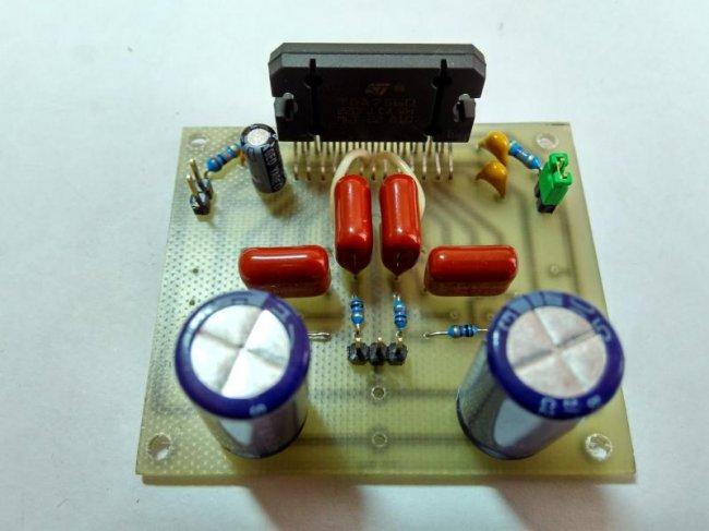 Простой усилитель мощности 4x50 Вт