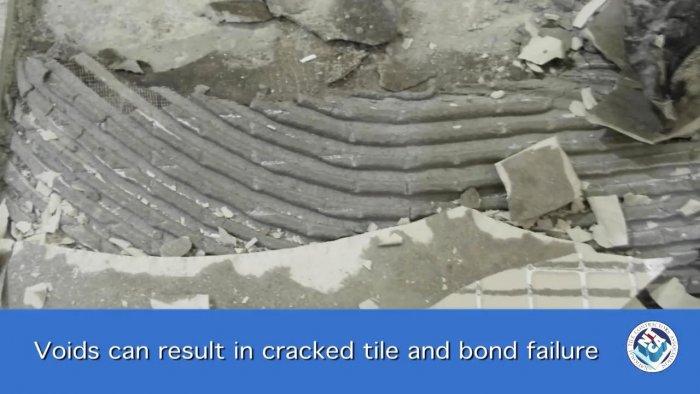 Как правильно распределять плиточный клей при укладке плитки