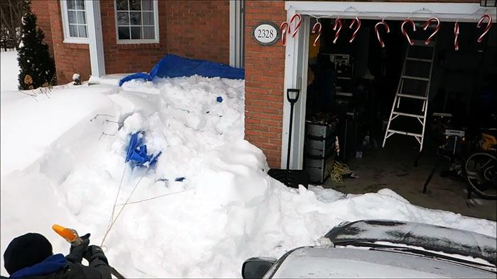 Самый ленивый способ уборки снега который только можно представить