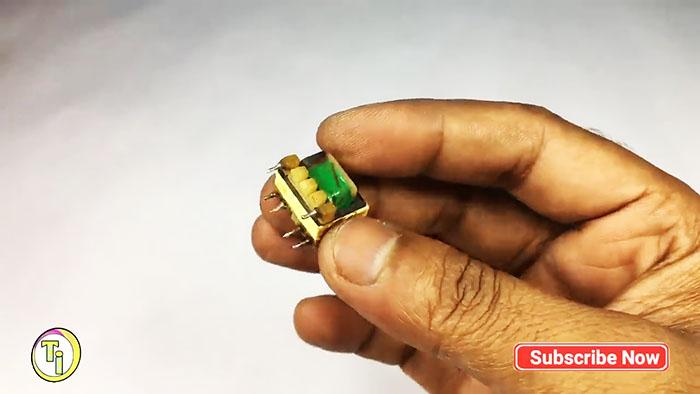 Из сломанного зарядника: Мини преобразователь с 1,5 В до 220 В