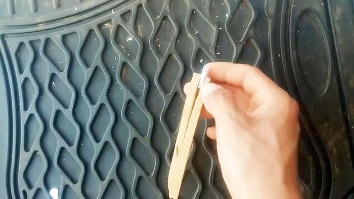 Нужно отрезать стекло, но нет стеклореза? Используйте свечу зажигания