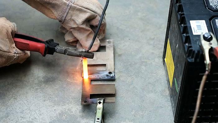 Сварка тонкого металла при помощи батарейки