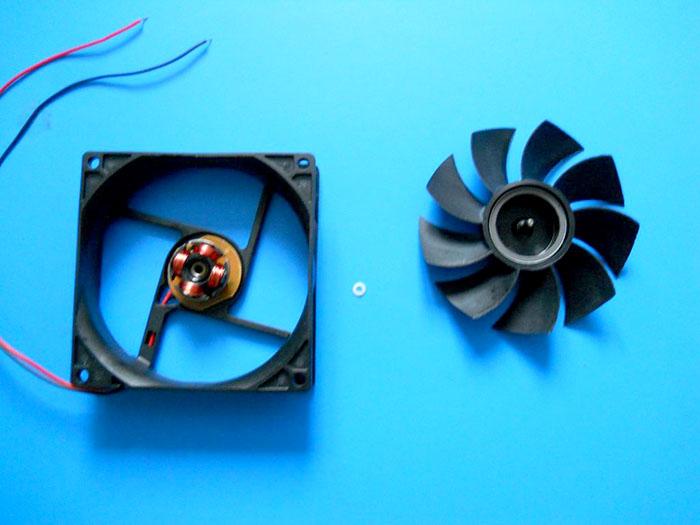 Ветрогенератор на велосипед из компьютерного вентилятора