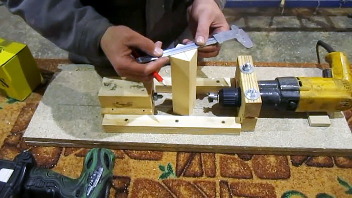 Простейший токарный станок который можно сделать за 15 минут