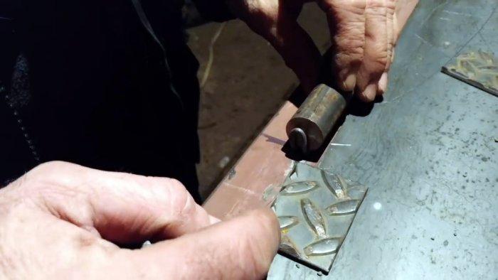 Как ровно и правильно приварить петли на стальную дверь или калитку