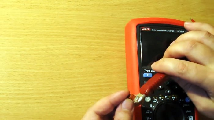 сдираем обгоревшую краску с центра с резистора