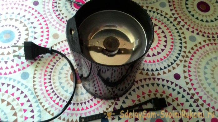 Как наточить и почистить ножи кофемолки не снимая