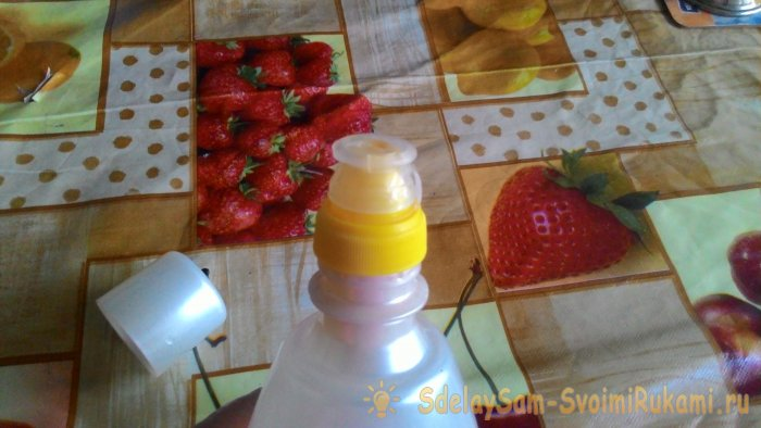 Лайфхак: как сделать удобную крышку на бутылке с кондиционером за 5 минут