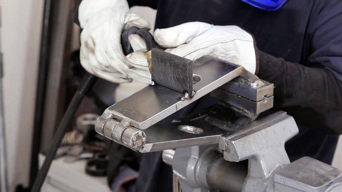 Как сделать самые простые настольные тиски нестандартной конструкции