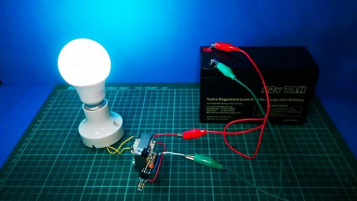 Простая схема инвертора 220 В для трансформаторов с двумя выводами