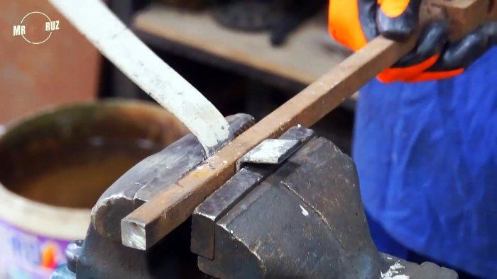 Как сделать «умный» засов-замок из хлама