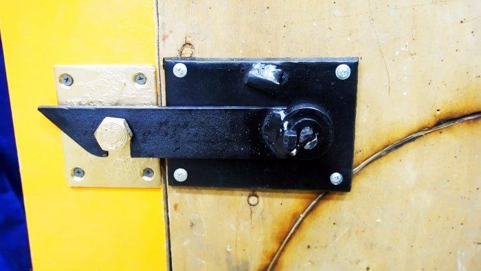 Как сделать защелку на дверь с потайным замком