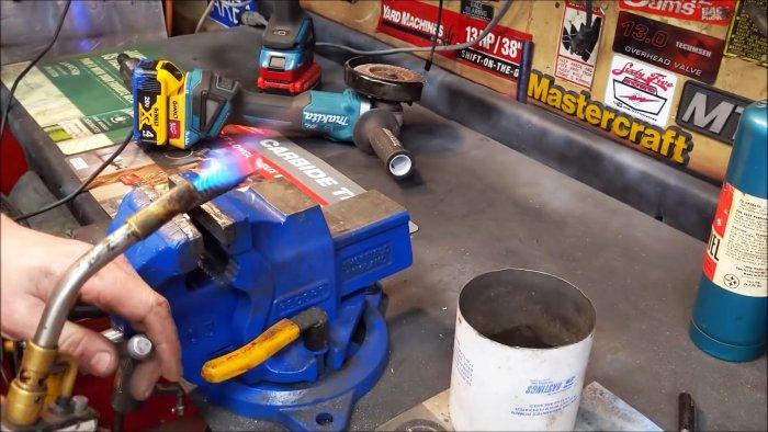Квадратные отверстия в металле, делаем в гараже
