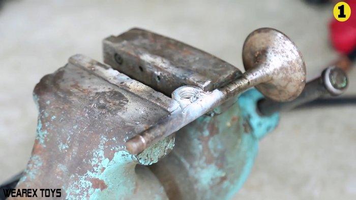Как сделать простой хомутатель из клапана