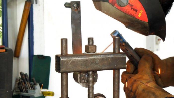 Самодельный станок для гибки полос металла простой конструкции