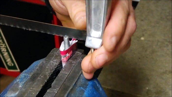 Как сделать простейший хомутатель из магазинного крепежа