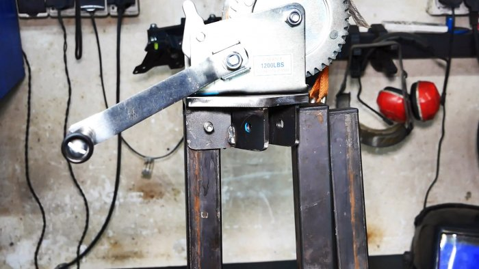 Как сделать лебедку для вытягивания бетонных столбов или больших камней из земли